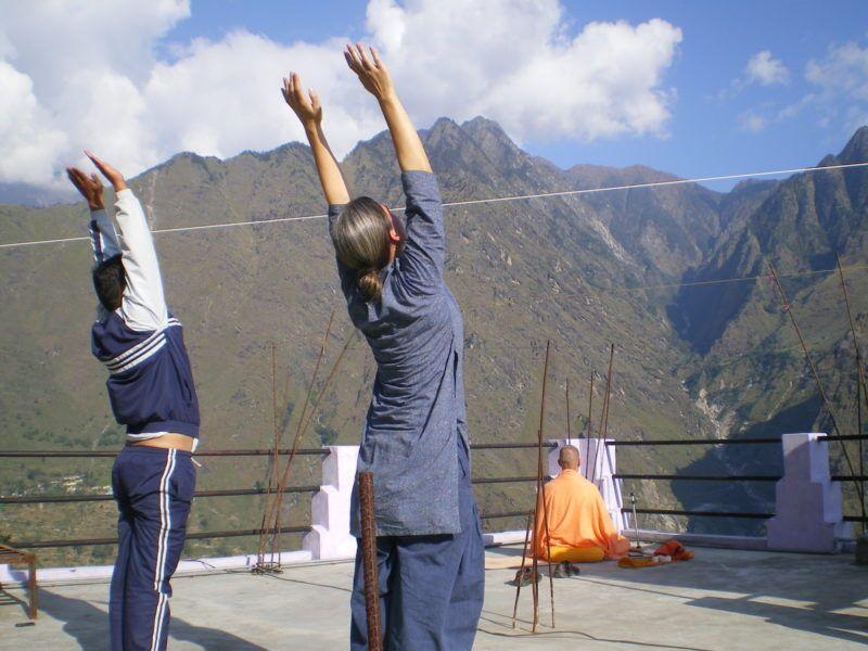 https://vedanta-yoga.de/yoga/rucken-yoga-stunde/ Yoga - ganzheitlicher Übungsweg zum höchsten Bewusstsein