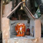 Mini Altar am Baum