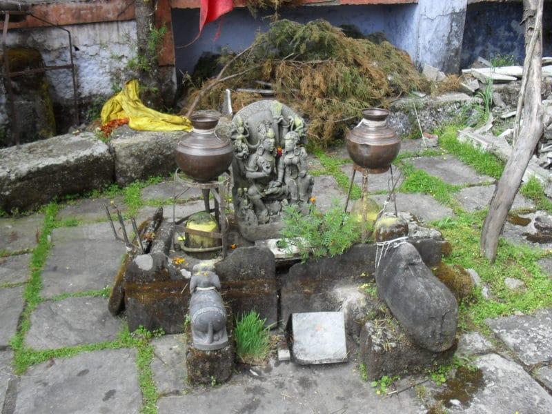 Shiva Altar am Anasuya Devi Mandir