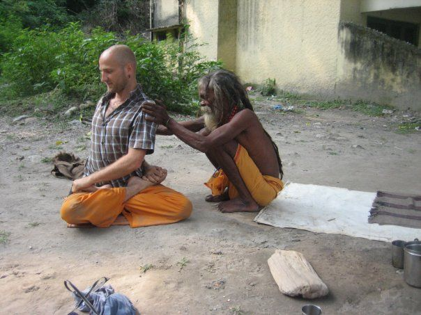 https://vedanta-yoga.de/interviews/yoga-tantra-sex-manuel-hirning/ Interviews mit bemerkenswerten Menschen