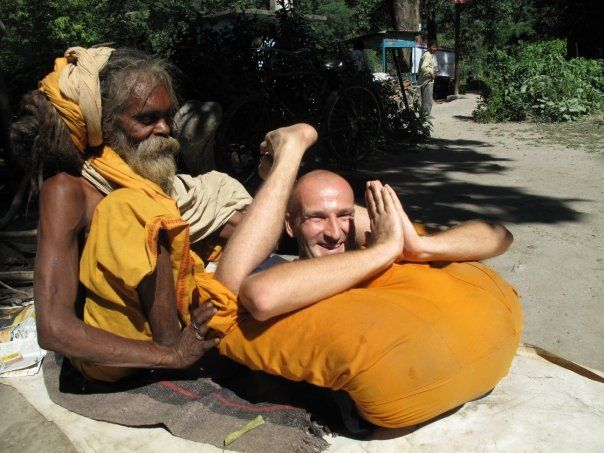 Manuel beim Yoga in Rishikesh