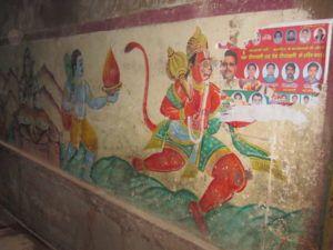 Hanuman an der Wand in Varanasi