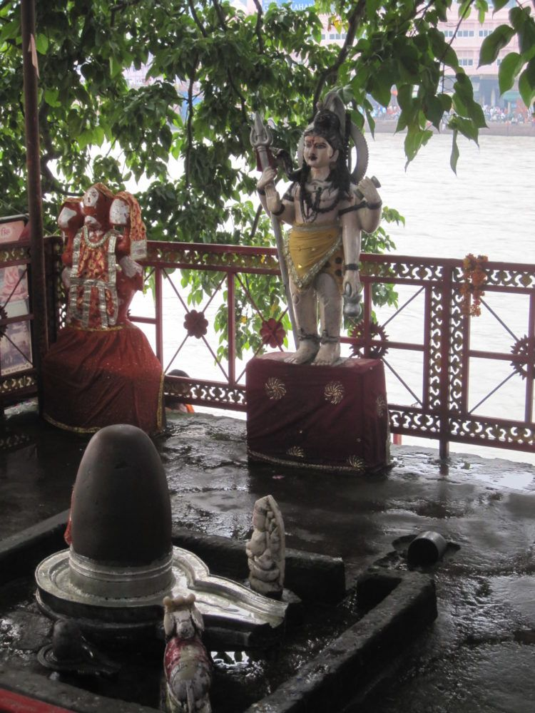 Shiva Lingam am Ganges