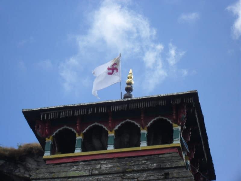 Swastikafahne auf dem Tungnath Mandir