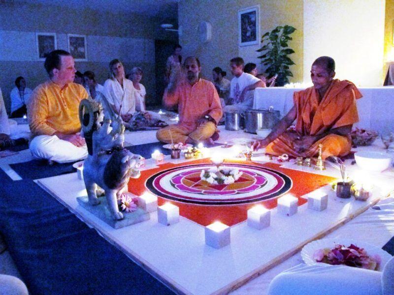 Ritual mit indischen Swamis