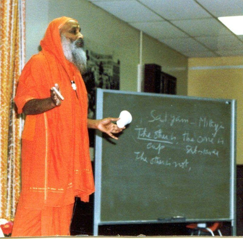 Swami Dayananda und Mithya